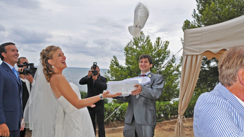 suelta de palomas en una boda
